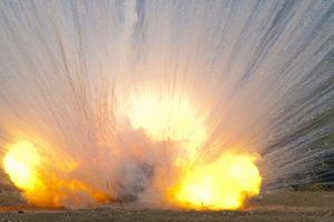 Liên quân Mỹ không kích Syria bằng bom phốt pho trắng?