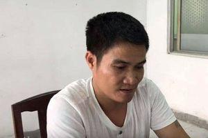 Camera tố gã đàn ông 'khủng bố' con nợ bằng…mắm tôm
