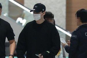 Lee Jong Suk mệt mỏi về Hàn Quốc sau khi bị bắt ở Indonesia