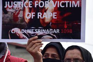 Nhập viện vì rắn cắn, bé gái Ấn Độ bị hộ lý cưỡng hiếp