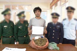 Bắt đối tượng vận chuyển hồng phiến, ma túy đá, cần sa từ Lào về Việt Nam