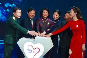 Hơn 25 tỉ đồng ủng hộ mổ tim trong đêm gala 10 năm 'Trái tim cho em'