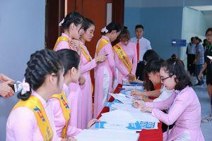 Sinh viên háo hức đăng kí ứng tuyển 'Đại sứ Đại dương xanh'