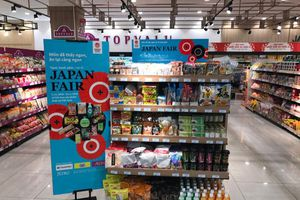 Thoải mái mua thực phẩm, sản phẩm thiết yếu 'chuẩn Nhật'