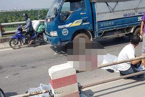Đâm vào dải phân cách, lái xe máy tử vong ở cầu Thanh Trì
