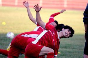 Lo lắng tuyển Việt Nam chấn thương, HLV Park Hang-seo yêu cầu đổi sân tập trên đất Lào
