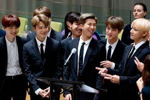 Để được gọi là 'nhóm nhạc nam toàn cầu', BTS đã phải bỏ ra những gì?