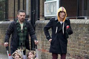 Rocker U80 đưa cặp song sinh 2 tuổi ra phố