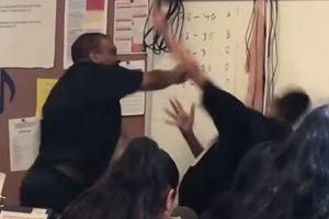 Lăng mạ thầy giáo, nam sinh 14 tuổi bị đánh tới tấp giữa lớp