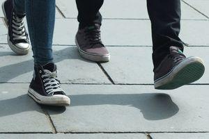 Giày đã thay đổi cách con người bước đi như thế nào?