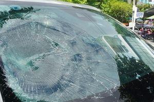 'Ngáo đá' đập vỡ kính ô tô giữa Trung tâm Đà Nẵng