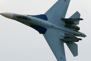 Tiêm kích Su-27 Nga đánh chặn máy bay do thám Mỹ trên Biển Đen