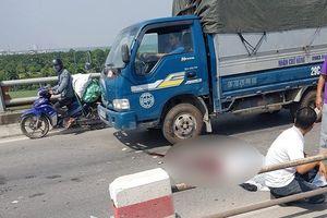 Tự tông vào dải phân cách, tài xế xe máy thiệt mạng trên cầu Thanh Trì