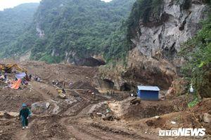 Sập mỏ vàng ở Hòa Bình, 2 người mắc kẹt: Vàng tặc khai thác rầm rập ngày đêm