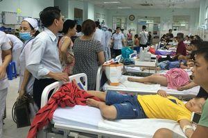 Ăn bánh mì chà bông gà nhiễm tụ cầu, 55 người ngộ độc phải nhập viện