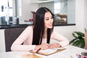 Tiểu Vy 'chạy nước rút' chuẩn bị thi 'Hoa hậu Thế giới 2018'