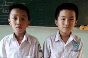 Đi học về nhặt được 15 triệu, 2 học sinh mang đến xã nhờ tìm người đánh rơi