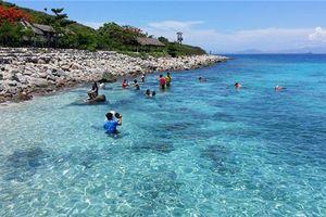 Vụ khách tố không được thăm vịnh ở Nha Trang: Lời lạ
