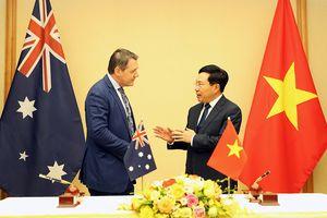 Phó Thủ tướng Phạm Bình Minh tiếp Thủ hiến Vùng Lãnh thổ Bắc Australia