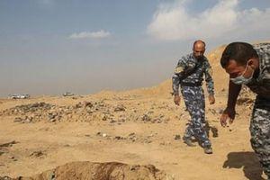 200 ngôi mộ tập thể chứa 12.000 nạn nhân bị IS thảm sát ở Iraq