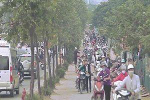 Những hình ảnh lạ lùng trên phố 'dắt xe đi bộ' duy nhất ở Việt Nam