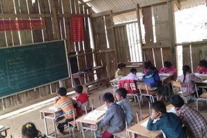 Điện Biên Đông: Những lớp học 'mưa rào ướt sách, gió lạnh tay run'