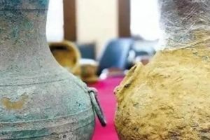 Tìm được bình cổ TQ có thể chứa rượu quý tộc 2.000 năm tuổi