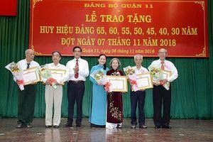 Trao tặng Huy hiệu Đảng cho 277 đảng viên