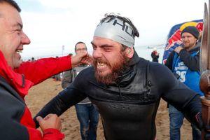 Kỷ lục 'độc' người đàn ông bơi quanh nước Anh suốt 5 tháng