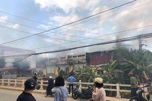 Lạng Sơn: Xưởng in bùng cháy dữ dội, người dân hoảng loạn tháo chạy