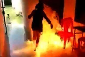 Ly hôn buổi sáng, buổi tối bị chồng cũ đổ xăng lên người rồi châm lửa đốt