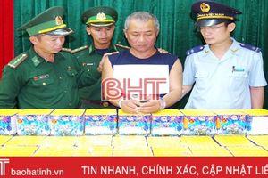 Giấu 46 kg pháo trong ca bin ô tô đưa từ Lào về qua Cầu Treo