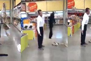 Người đàn ông xứ Trung cầm dao cắt quần áo, chửi nhân viên siêu thị ở Bình Dương