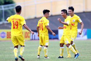 VCK U.21 Báo Thanh Niên: Mưa trời, mưa gôn và thất bại ngày ra quân của đội bóng chủ nhà