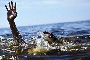 Quảng Ngãi: Học sinh lớp 10 bị sóng cuốn mất tích khi đi tắm biển