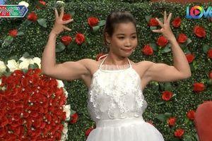 Cô gái gây sốc với màn biểu diễn khoe cơ bắp tại show hẹn hò