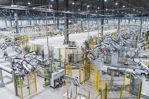 Chiêm ngưỡng 'binh đoàn' Robot tại nhà máy ô tô VinFast