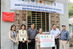 Bàn giao 107 căn nhà an toàn cho các hộ dân nghèo