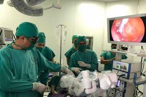 Dùng cánh tay robot điều trị bệnh lý sản phụ khoa