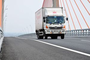 Quảng Ninh: Khắc phục sự cố mấp mô, võng trên cầu Bạch Đằng