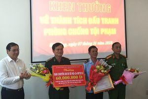 Khen thưởng vụ bắt 8 tấn ngà voi, vảy tê tê tại Đà Nẵng