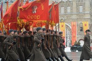 Hàng ngàn binh sĩ Nga tái hiện cuộc duyệt binh huyền thoại 1941 trên Quảng trường Đỏ
