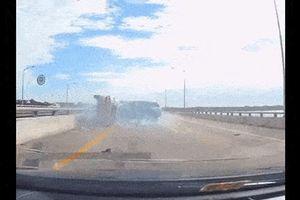 Clip: Toyota Camry tạt đầu, gây tai nạn kinh hoàng trên cao tốc