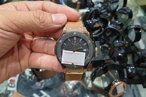 Thu giữ nhiều đồng hồ nghi có dấu hiệu giả mạo các thương hiệu nổi tiếng Rolex, Montblanc, Omega, Hublot...