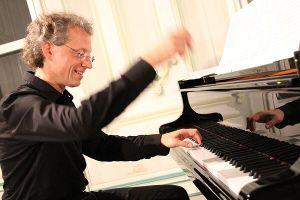 Nghệ sỹ dương cầm nổi tiếng nước Áo biểu diễn tại Hà Nội