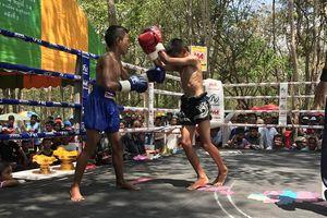 Cần cấm ngay trẻ em thi đấu Kickboxing