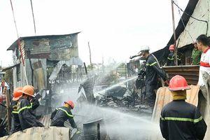 Hỗ trợ cho 5 hộ dân bị cháy nhà cạnh chợ nổi Cái Răng