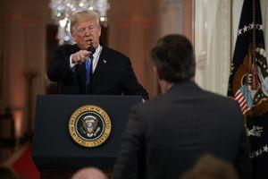 Nhà Trắng 'cấm cửa' phóng viên CNN cãi tay đôi với TT Trump