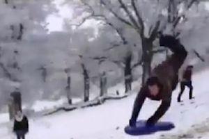 Những pha ngã nhào khi mạo hiểm chơi trượt tuyết