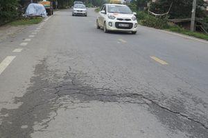 Tỉnh lộ 421A đoạn qua huyện Phúc Thọ: Nhiều điểm bị lún, nứt do thi công ẩu